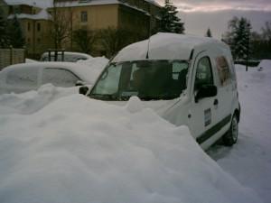 Ohne Winterreifen bei dem Schnee sinnlos